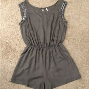 Willow & Clay romper size M